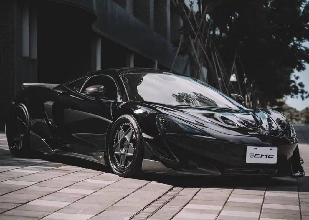 McLaren 600LT搭載3.8升V8雙渦輪增壓引擎,能爆發出600匹馬力和...