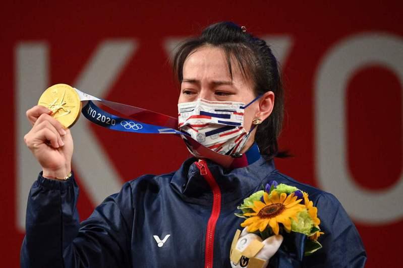 「舉重女神」郭婞淳今天在東京奧運舉重賽女子59公斤級輕鬆奪金 法新社