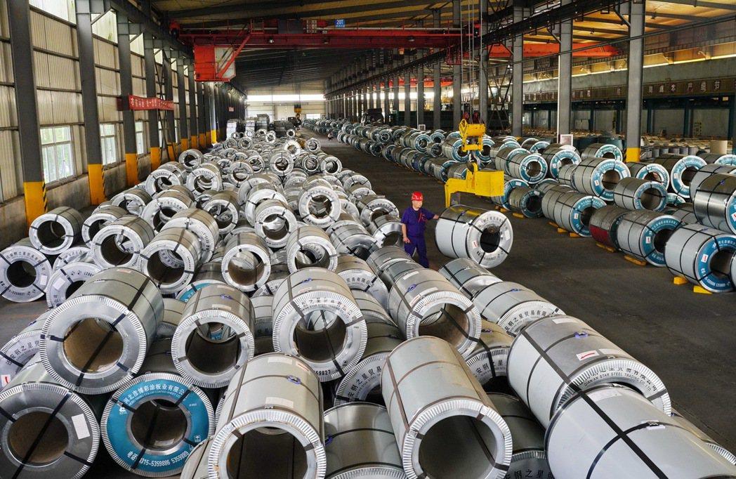 為確保2021年粗鋼產量較去年減少,近期多個產鋼大省已宣布下半年將減產粗鋼。圖為...