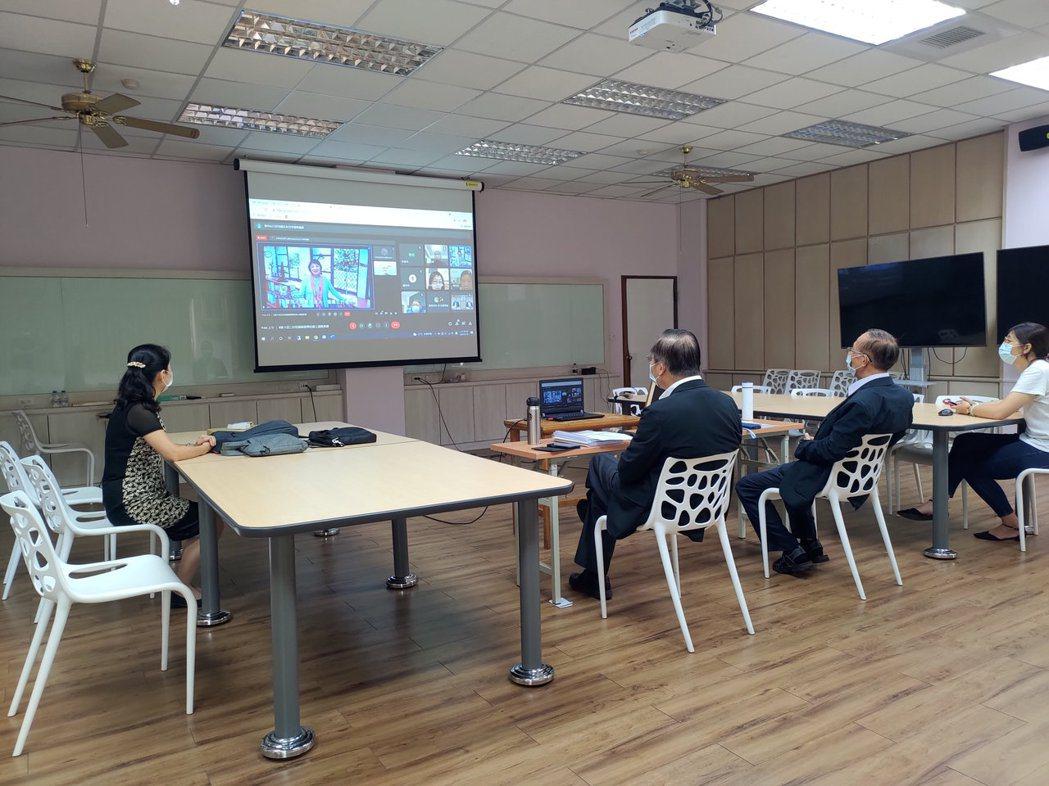 林聰明校長、林辰璋副校長以及柳雅梅學務長皆一同參與此次線上頒獎典禮。