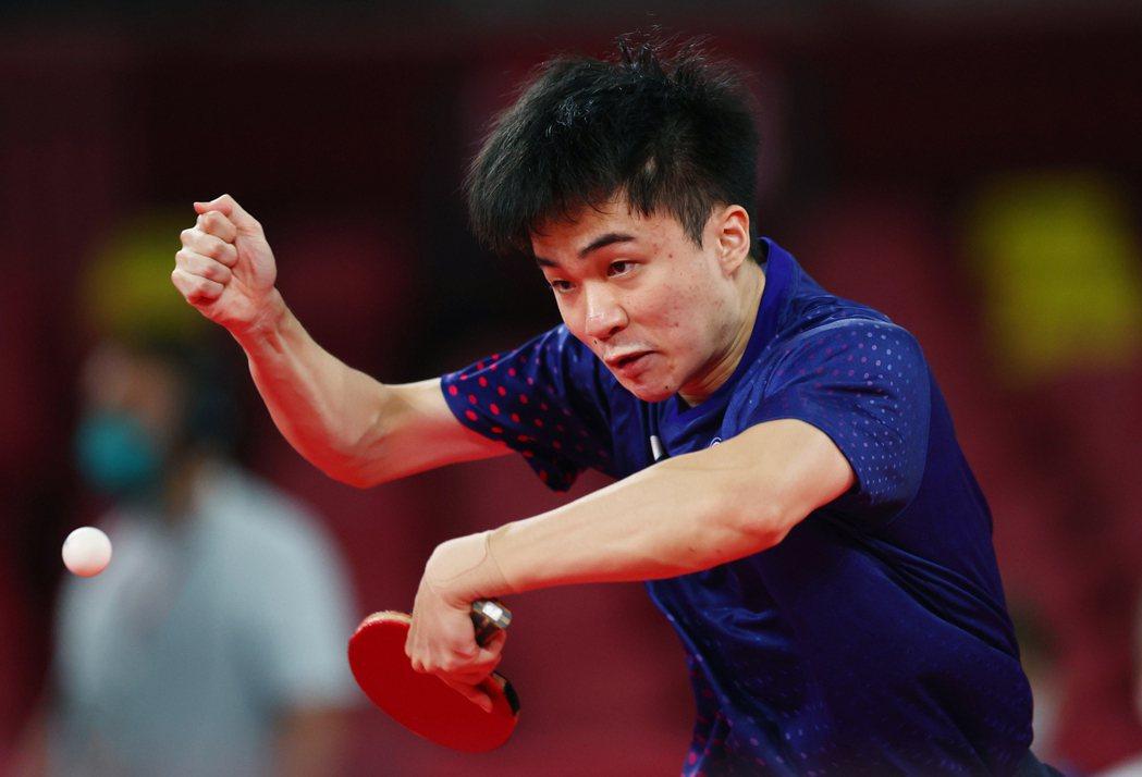 林昀儒摘下東京奧運混雙銅牌後只睡了4、5小時就再戰男單。 路透社
