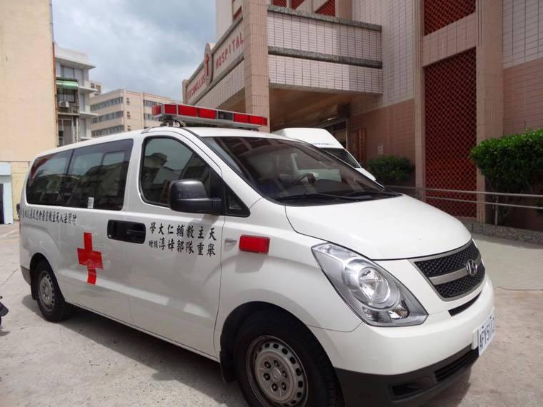 奧運舉重國手郭婞淳捐贈的救護車。圖摘自《羅東聖母醫院-把愛傳下去》臉書