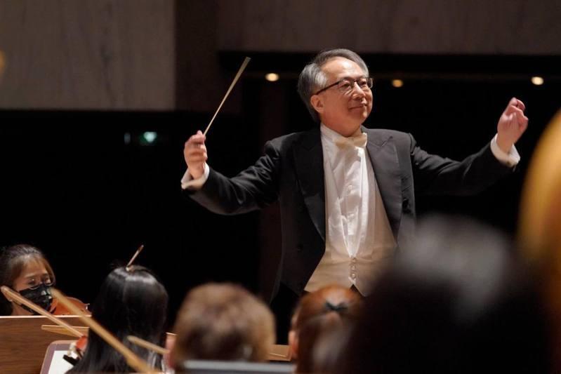 兩廳院首場開館音樂會確定31日晚上的「呂紹嘉&NSO:《深刻.如歌》音樂會」,這將是呂紹嘉以NSO國家交響樂團藝術顧問身分指揮NSO的最後一場音樂會,也是台灣實施三級警戒後首場對民眾開放的國家級音樂會。圖/NSO提供