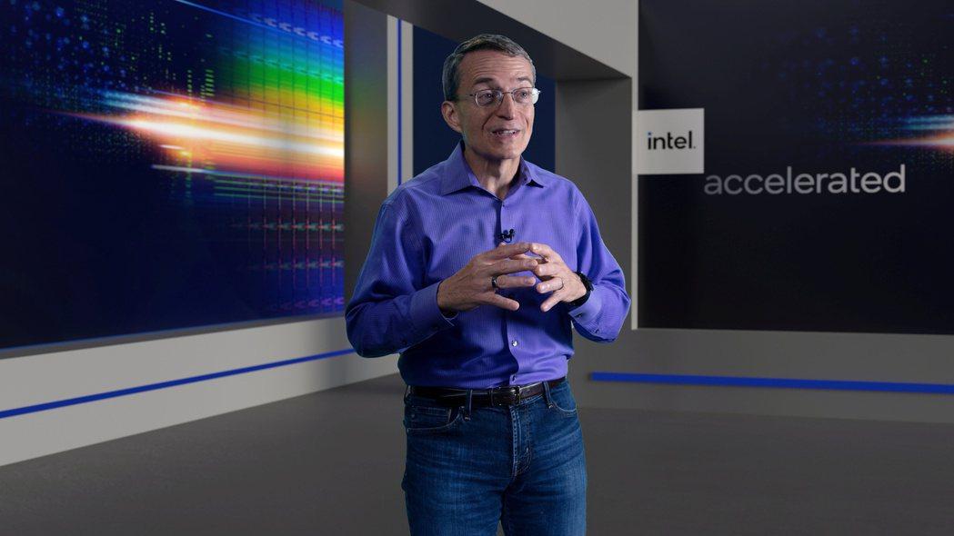 英特爾執行長基辛格26日宣布未來四年的晶片製造技術藍圖。(路透)