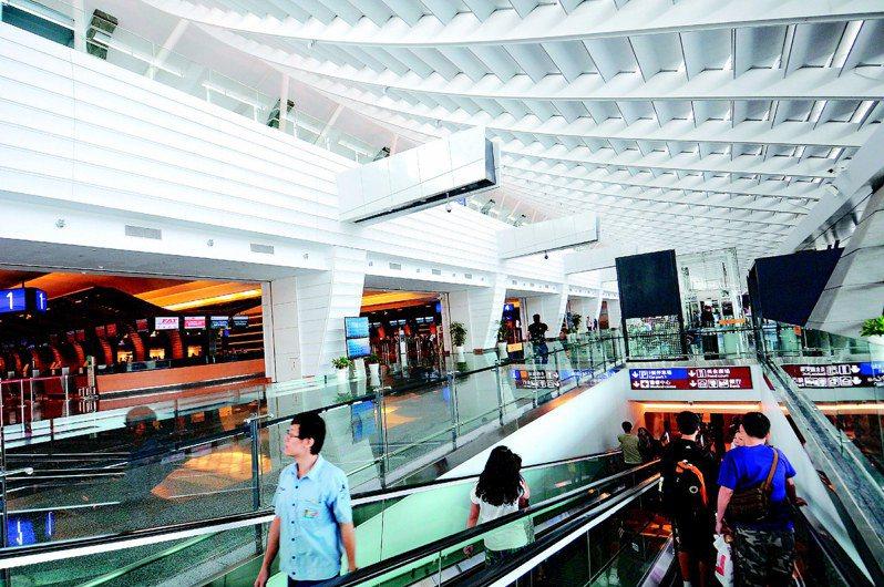 桃園機場第一航廈改善工程7月27日舉行落成典禮,一航廈出境大廳變得光鮮亮麗。圖/聯合報系資料照片