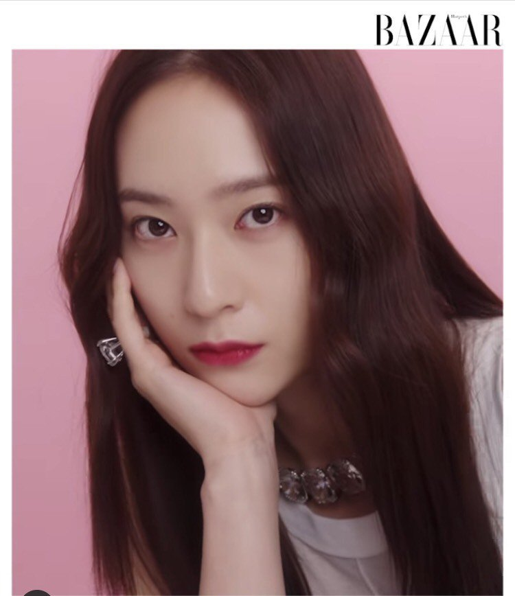 Krystal為韓國時尚雜誌Haper's Bazaar拍攝施華洛世奇...