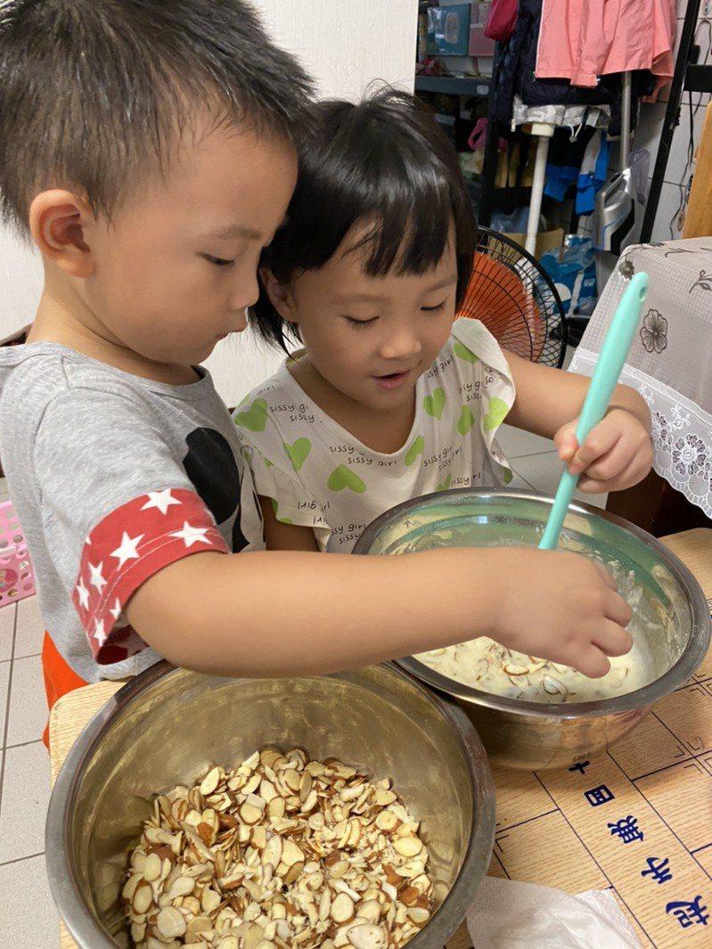 暑假期間可帶著孩子手作DIY,幫助孩子學習,也增進親子關係。圖/大千綜合醫院提供