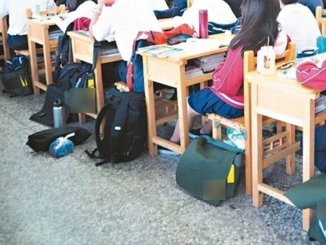 宜蘭縣政府規定代理教師專長科目教學節數未過半,待遇須比照黑牌老師打八折,遭質疑對中小型學校很不利,圖為示意圖,人物與新聞無關。圖/聯合報系資料照片