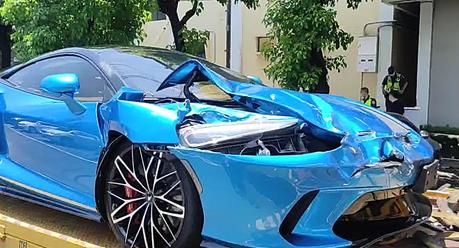 國道上閃車與3車發生擦撞 1,260萬McLaren GT超跑慘遭波及