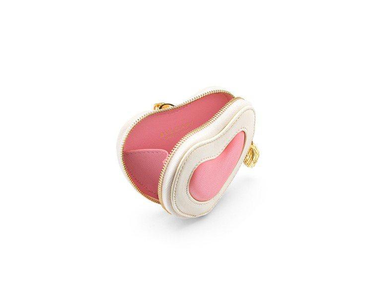 雙色心型零錢包吊飾。圖/寶格麗提供