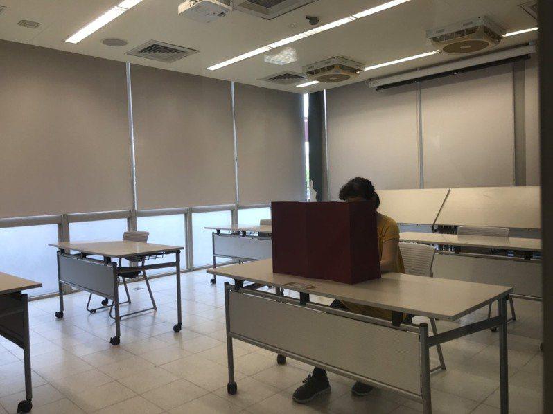 台灣大學博雅教學館是大學指考身心障礙生考場,今年有43人應考。記者潘乃欣/攝影