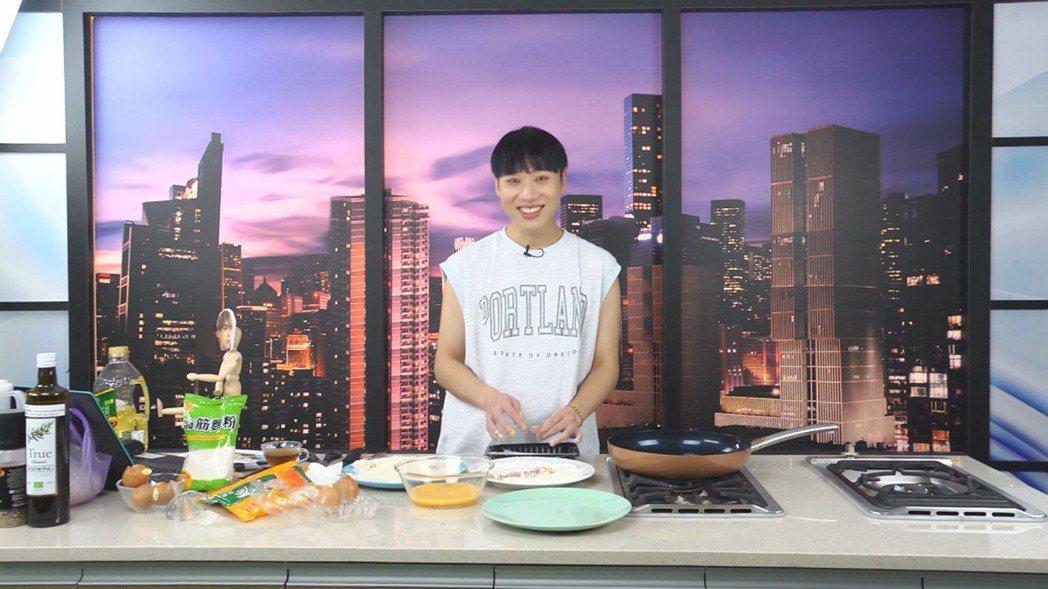 「食尚玩家魚肉鄉民」推出「動畫美食還原」特別單元,讓小賴在節目中大顯身手。圖/T