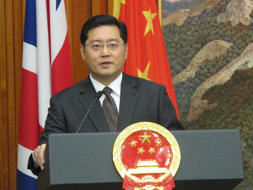 香港媒體報導,在大陸國務委員兼外長王毅26日於天津會見美國副國務卿薛曼後,大陸外...