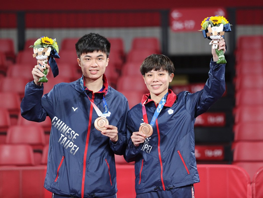 桌球「黃金混雙」林昀儒、鄭怡靜奪得銅牌。圖/體育署提供