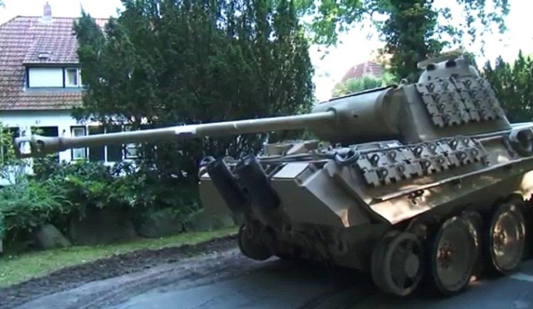 德國一位今年84歲的退休長者2015年被發現住處地下室藏有大量軍事設備,包括二戰...
