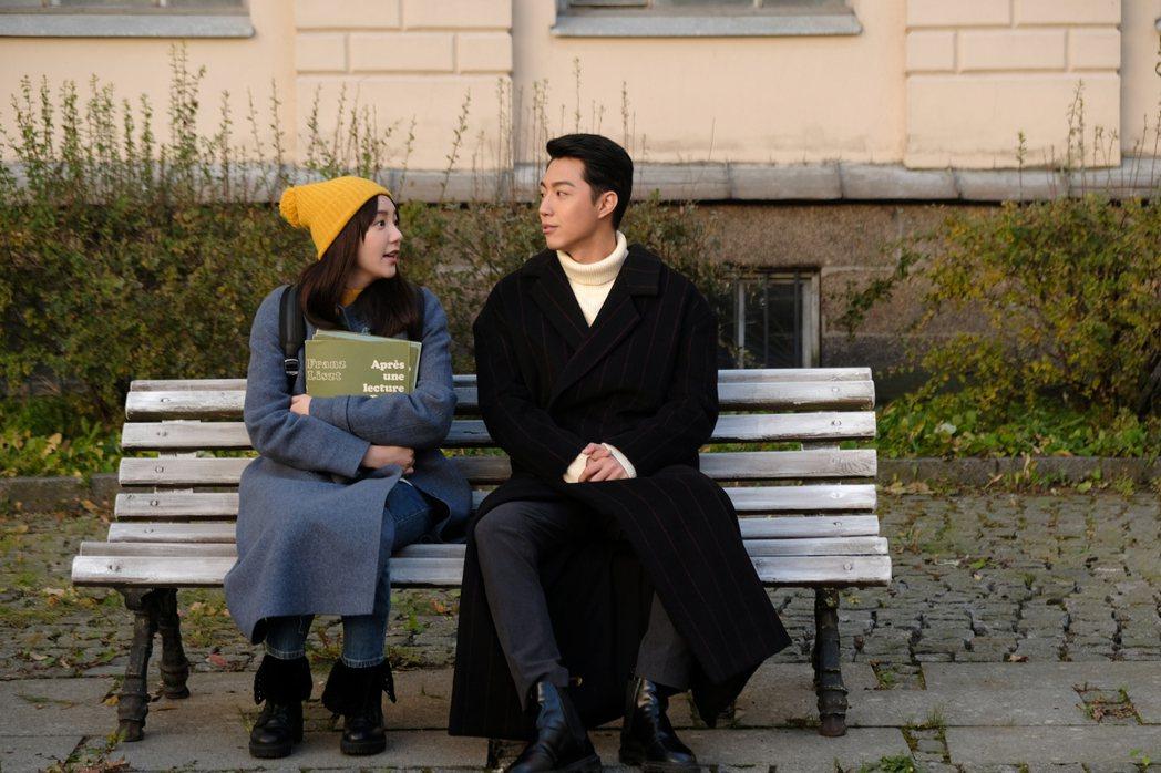 郭雪芙(左)、蔡凡熙當時赴俄羅斯取景拍攝。圖/AMM亞洲心動娛樂提供