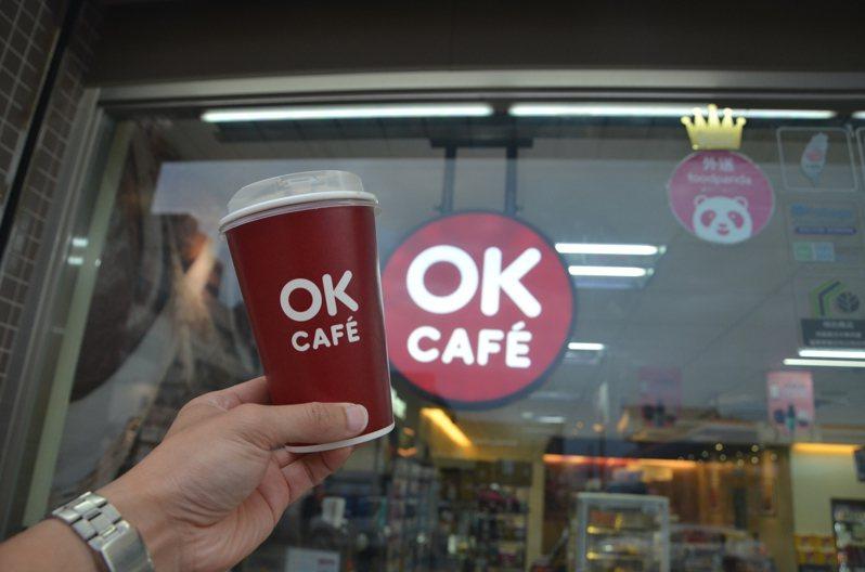 狂賀「舉重女神」郭婞淳東奧奪金,OKmart即日起至7月30日推出大杯莊園級美式咖啡、拿鐵同品項買2送2的優惠活動。圖/OKmart提供