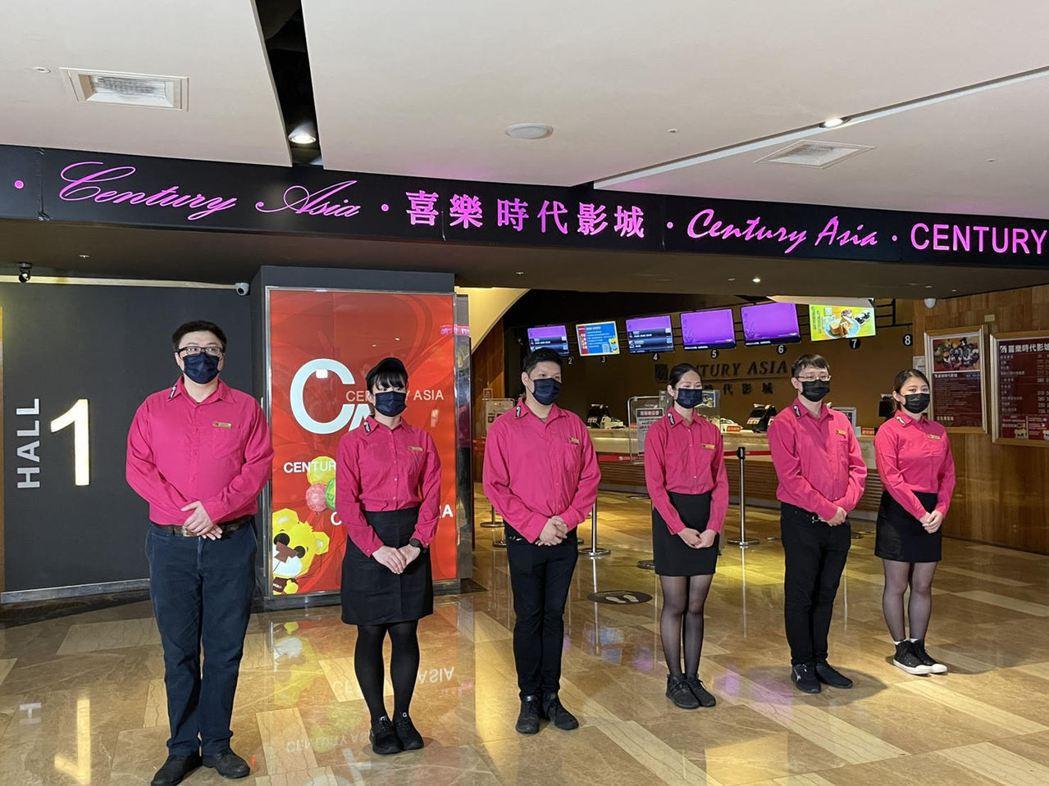 喜樂時代影城永和店員工拍攝宣傳片,宣告影城回歸。圖/喜樂時代提供