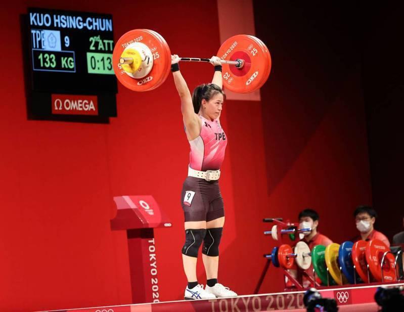 「舉重女神」郭婞淳在東京奧運摘下女子59公斤級金牌。圖/體育署提供
