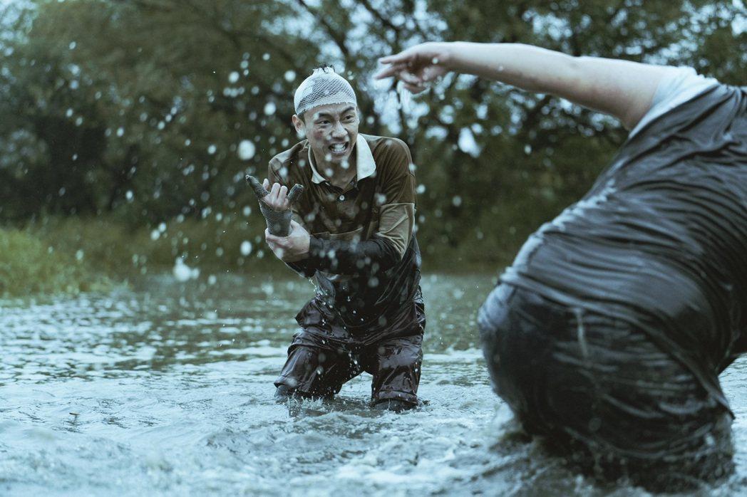 「池塘怪談」故事由池塘而起,和魚丁糸歌友會有聯結。圖/金盞花大影業提供