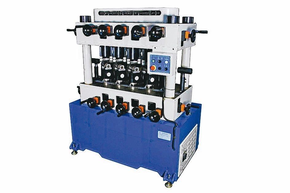 駿凱推出高效率CK-230鋼管矯直機。駿凱機械/提供