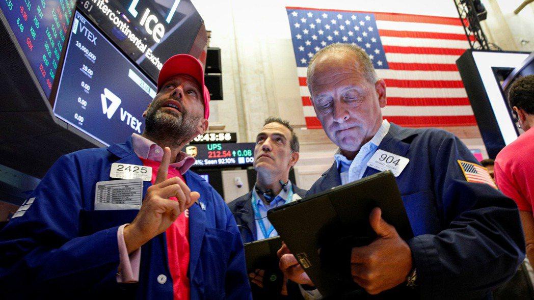 美國公布第2季實質國內生產毛額(GDP),初估年增率僅6.5%,遠遜於預估的8....