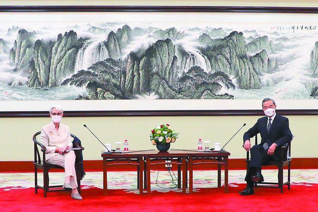美國常務副國務卿薛曼7月25、26日訪問中國,會見大陸外交部長王毅。圖源:環球網