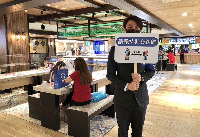 配合台中市餐廳開放內用,中友百貨強調將秉持更謹慎的態度因應防疫。圖/中友百貨提供