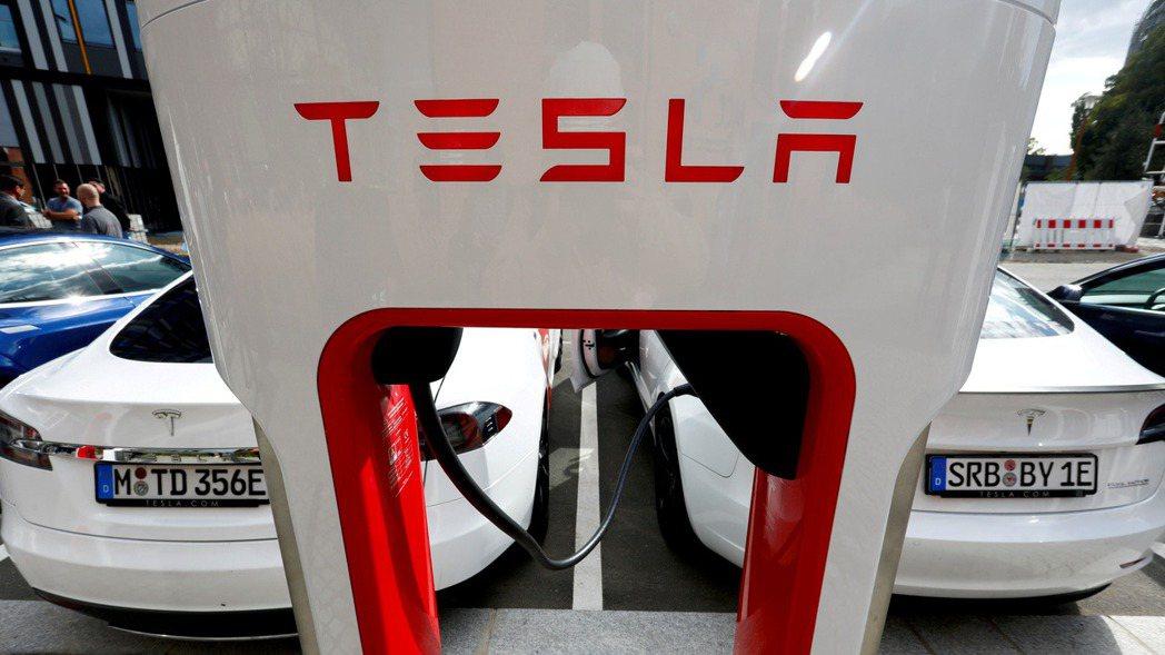 特斯拉中國昨(30)日官宣,Model 3標準續航升級版即日起價格下調。(路透)