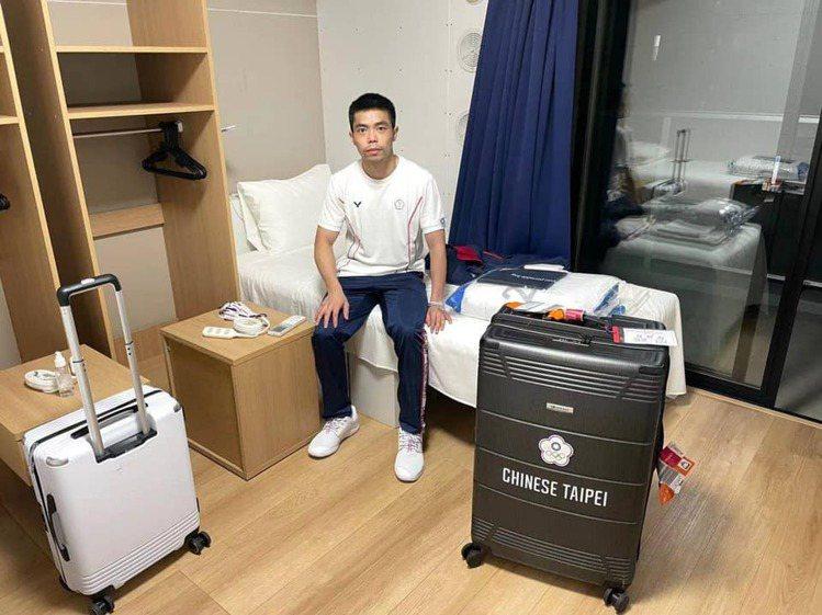 「桌球教父」莊智淵第五度參與奧運盛會,由於他未如其他國家選手,都有教練陪同一事,...