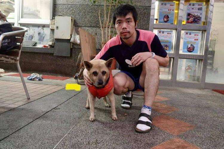 莊智淵即使到了東京奧運比賽,臉書仍貼出與家中已老邁多病、曾經流浪的毛孩們的合照。...