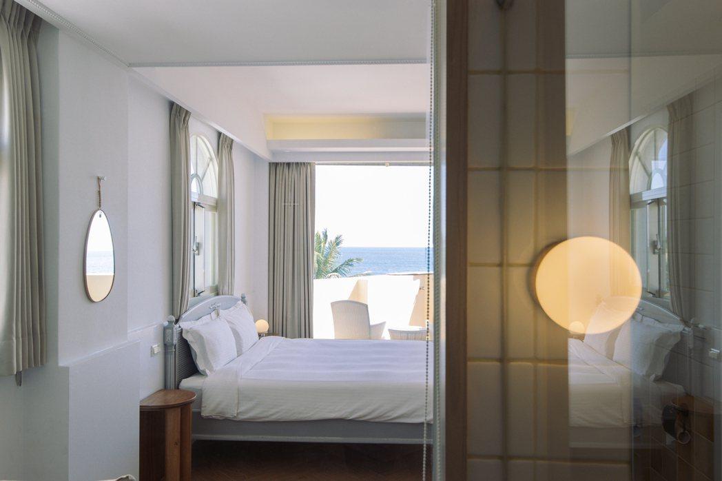 推開窗就看到海、聽到海潮聲,這些是在「鹽花」裡的生活日常。 圖/花蓮鹽花提供