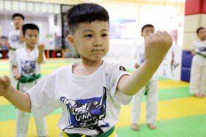 中國補教業的殞落?中共再度整肅中企「一招斃命」