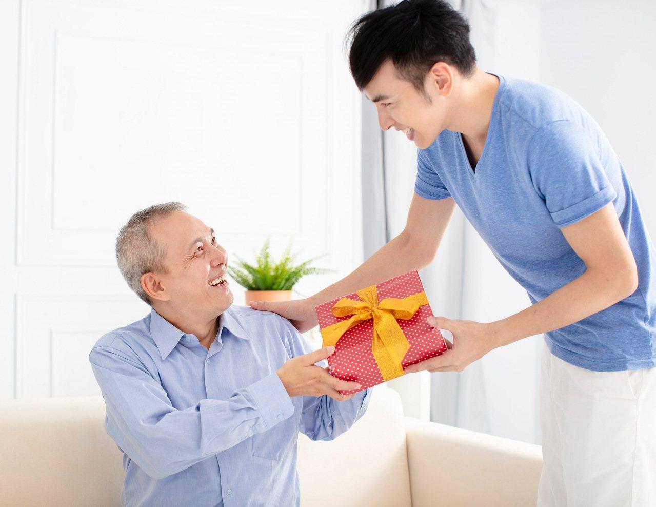 趁父親節,將保養行動力的孝心傳遞出去。 圖/RF123 提供