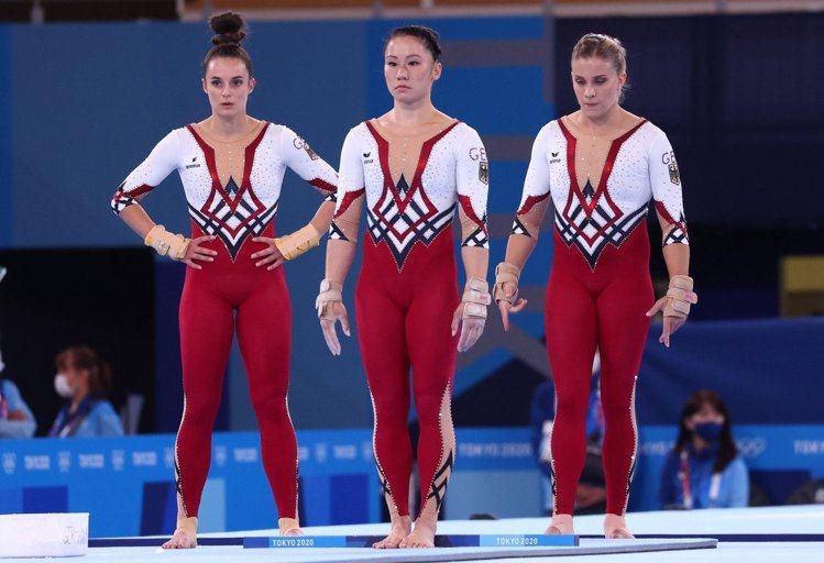 德國女子體操隊在東京奧運選穿全身式緊身衣,用意就是要抵制體操界性化女性的現象。 ...
