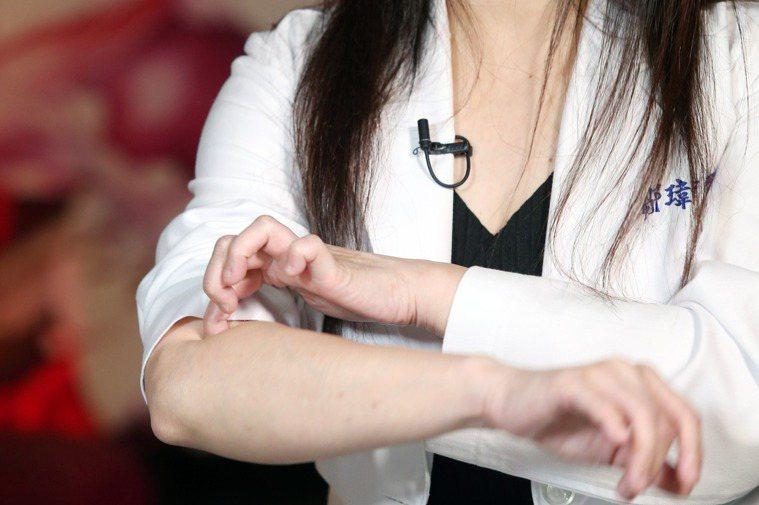 元氣網影音直播:打疫苗不舒服怎麼辦?中醫師鄒瑋倫教緩解副作用妙方,按摩手肘的曲池...