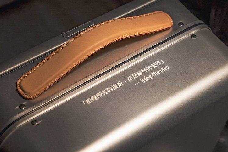UNDER ARMOUR包括了此次東京奧運,也替郭婞淳備有帥氣的專屬應援行李箱。...