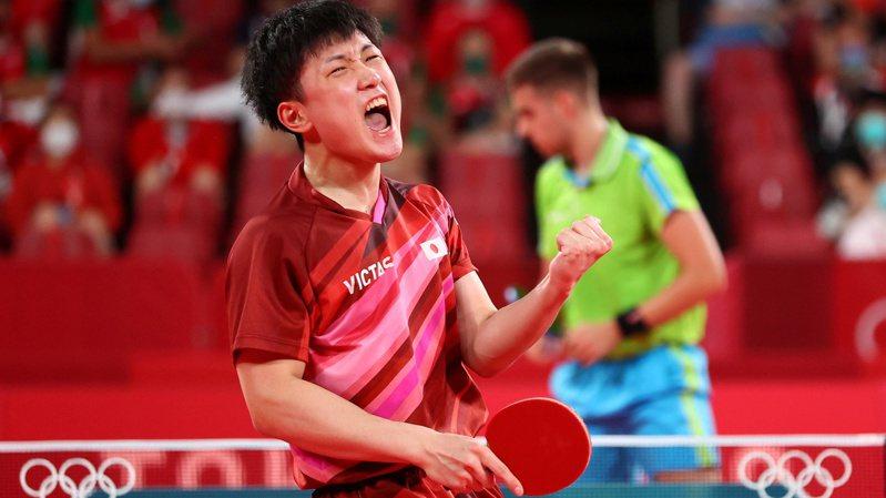 日本桌球選手張本智和男單出局,打球習慣引起網友不滿。 路透社