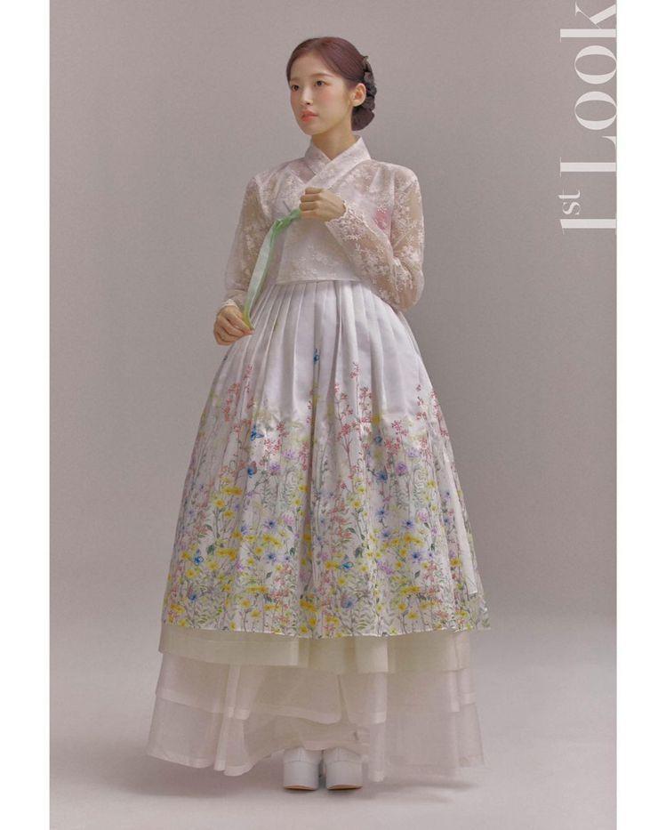 Arin為《1st Look》10周年拍攝的韓服風格穿搭畫報。圖/取自IG
