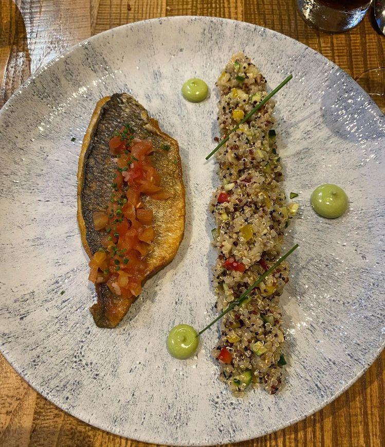 金禧看到輪廓像台灣的鮮魚料理,變成愛哭鬼。圖/取自IG