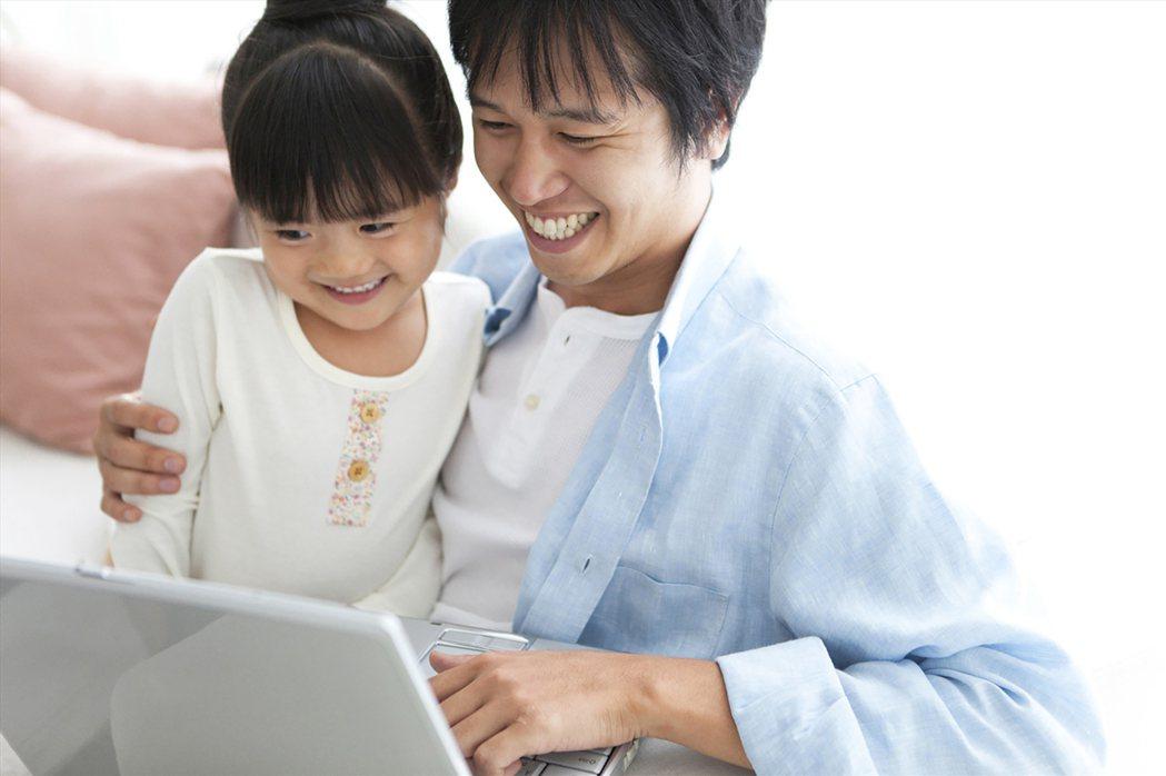 全球人壽建議新手準爸爸、學業期爸爸及空巢期爸爸,3族群父親保障相挺規劃,當家人永...