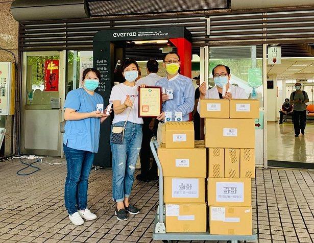 奇哥公司捐贈三重聯合醫院靜置緩釋凝膠、抗菌噴霧等抗菌商品共同防疫,由奇哥公司...