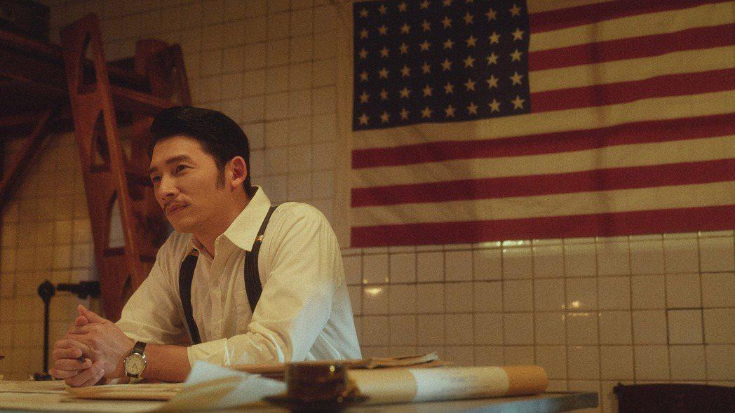 演員溫昇豪在時代生活劇「茶金」詮釋失落戰俘,歷經滄桑的他帶著一股莫測的神秘感,深