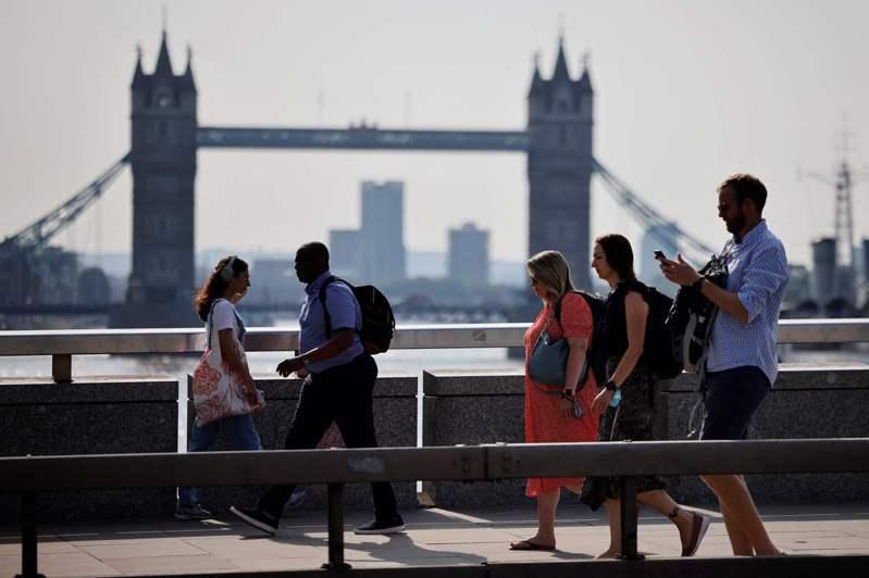 英國一位高級官員指出,新冠病毒與英國的影響幾乎是「已成定局」,有趣的是27日英國確診案例連續第7天下降,現在僅是一周前感染水平的一半。法新社