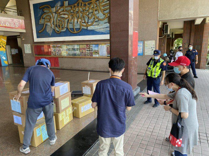 台南後壁高中首度列指考場地,警加強秩序維護。圖 /警方提供