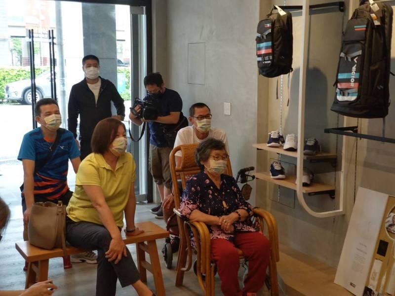 戴資穎今天奧運女單小組賽第三戰,家人全程觀戰在老家默默幫戴加油打氣。記者張議晨/攝影