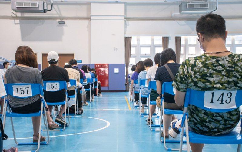 桃園市補習班昨開始有條件適度開放,市府預計發放7500個快篩試劑給全市共1282家補習班。圖/市府提供