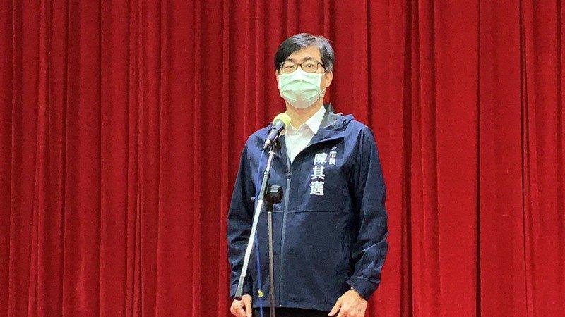 高雄市長陳其邁今早參加議會總質詢,記者會表示,高端疫苗高雄配送量約占比十%左右。記者曹亞沿/攝影