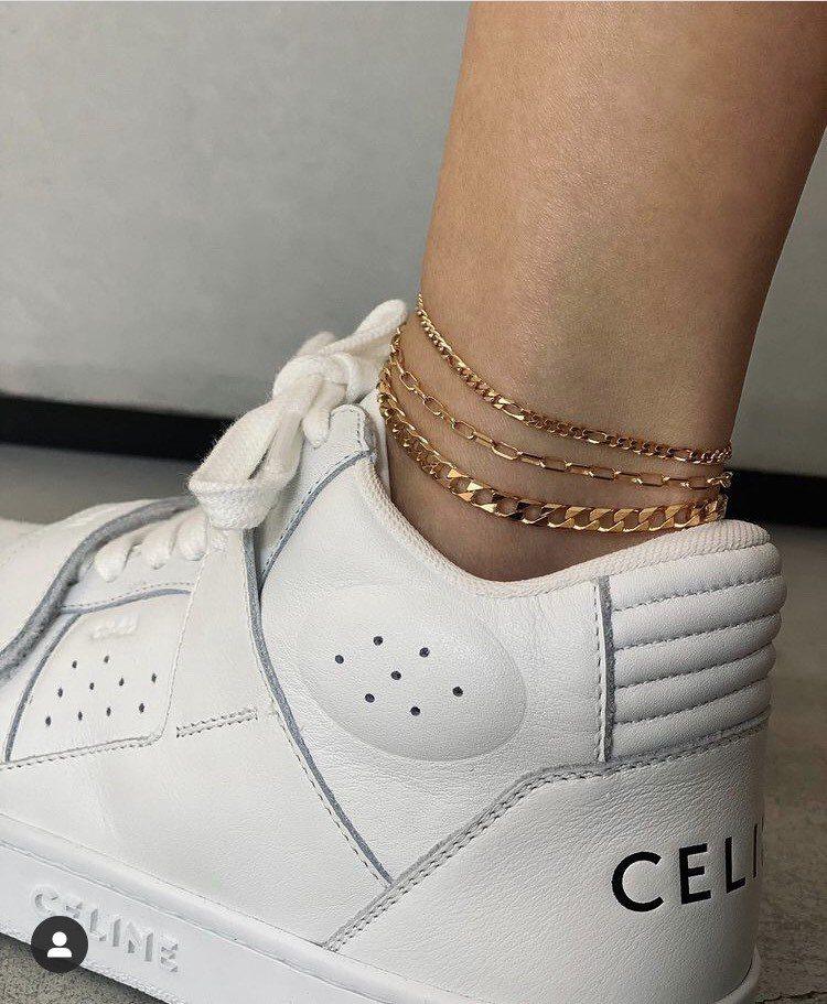 孫芸芸穿名牌球鞋配戴纖細腳鍊。圖/取自IG @aimeeyunyunsun