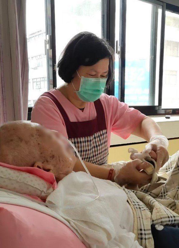 蔡珠芳表示,只要植物人一個眨眼、一個微點頭、一抹嘴角抽動,就會令她內心充滿欣喜。圖/創世基金會提供